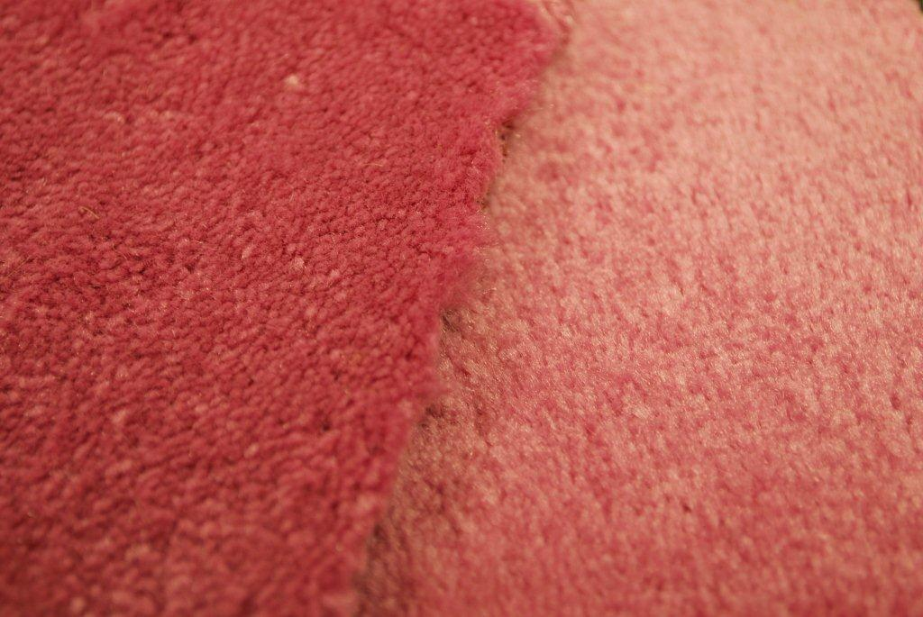 11-02-01 01 PAR5843 Red carpets misalligned alligned - same color, different appearance - very apparent